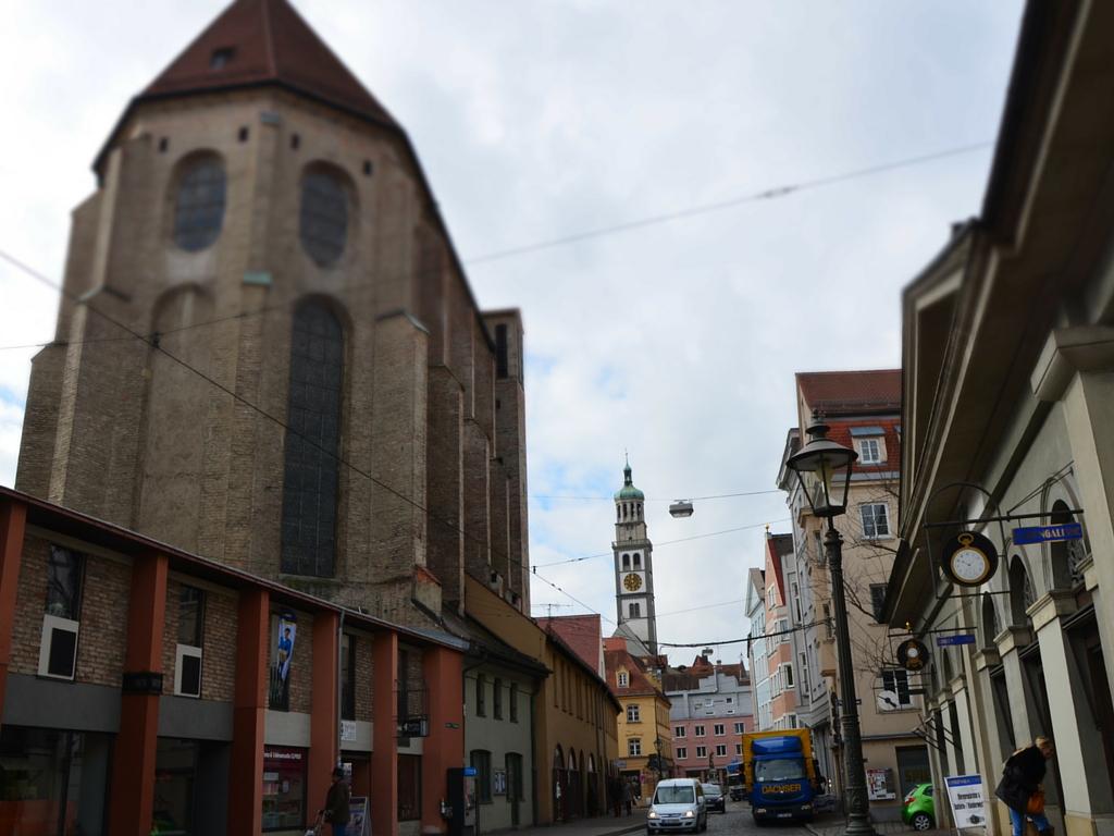 Brecht in Augsburg Barfüßerkirche