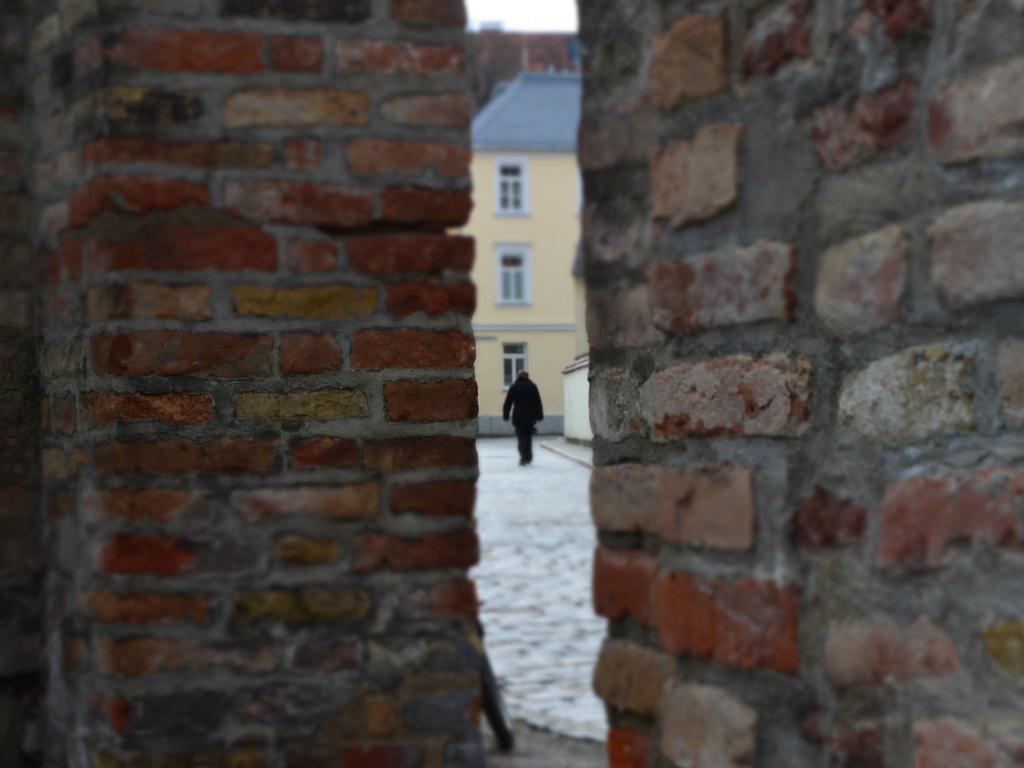 Brecht in Augsburg Stadtmauer
