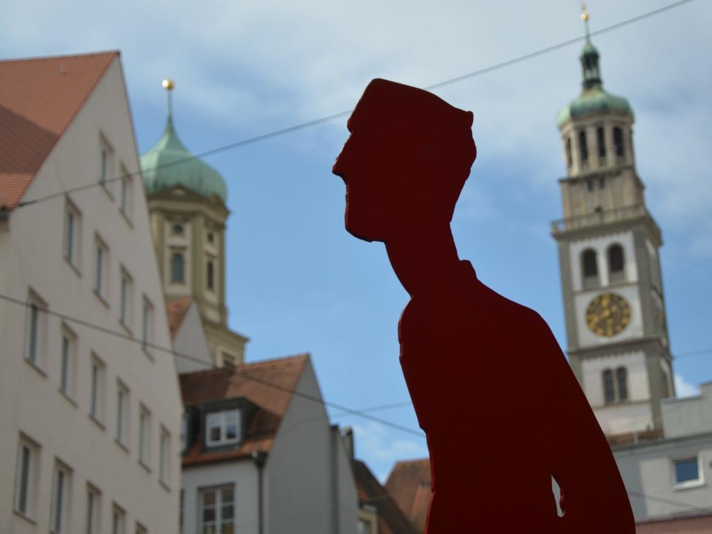 Brecht in Augsburg Stele