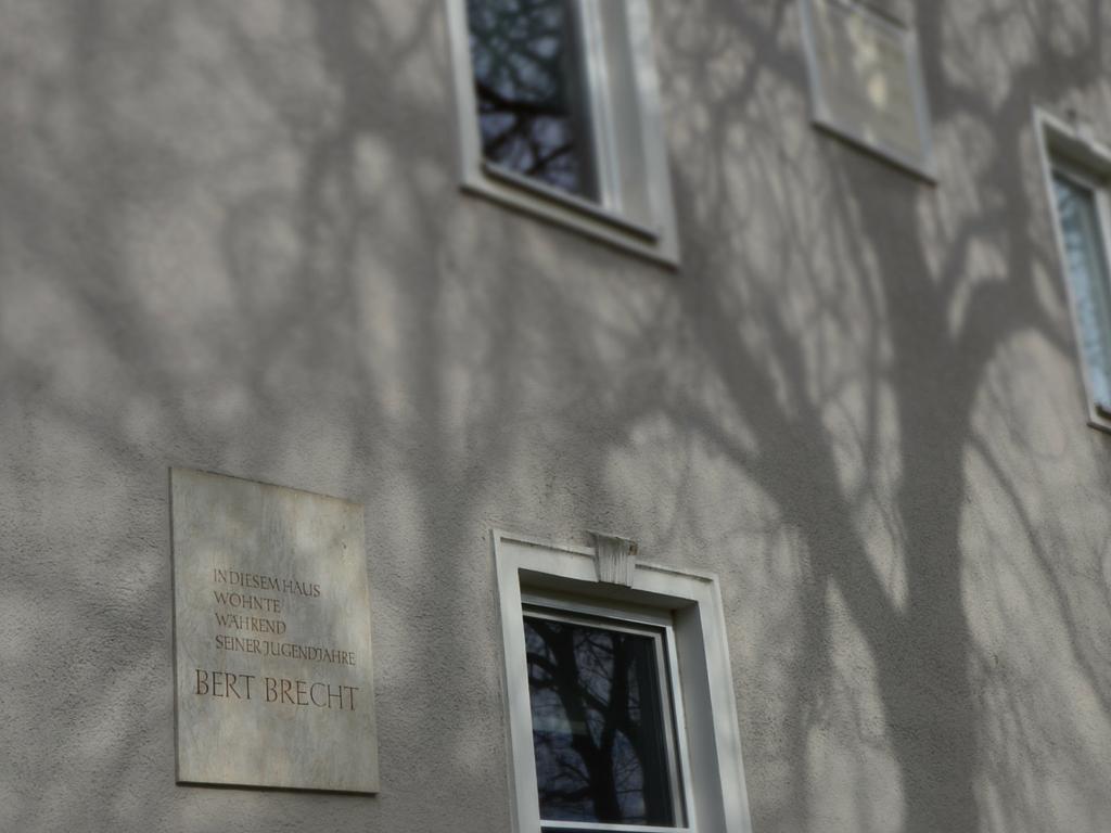 Brecht in Augsburg Wohnhaus 3